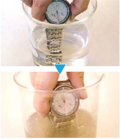 広島で販売・購入【スーパーアルカリイオン水】 時計バンドの洗浄テストの様子